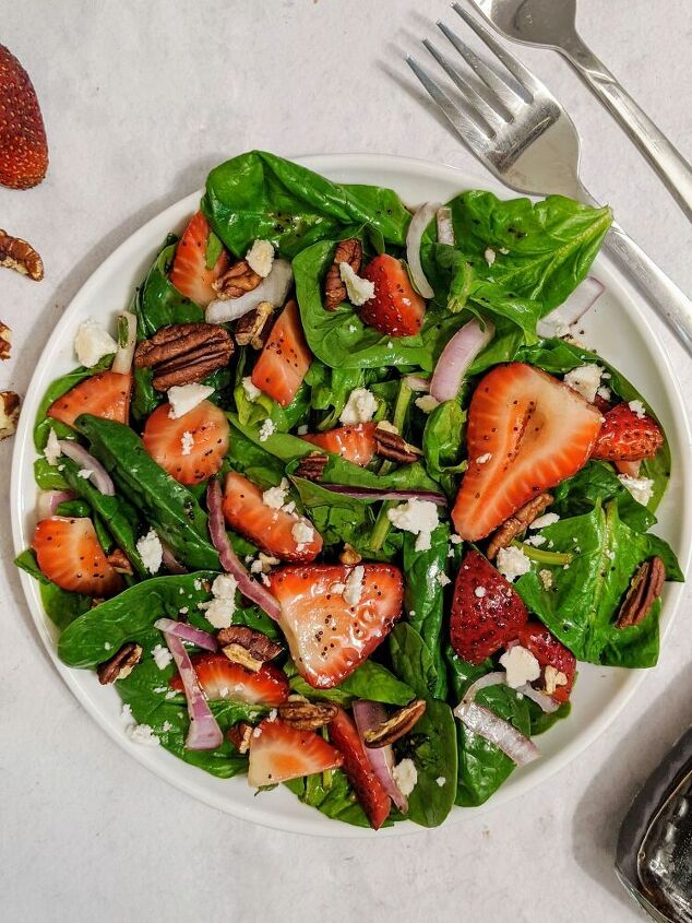 strawberry spinach salad with maple poppyseed balsamic vinaigrette