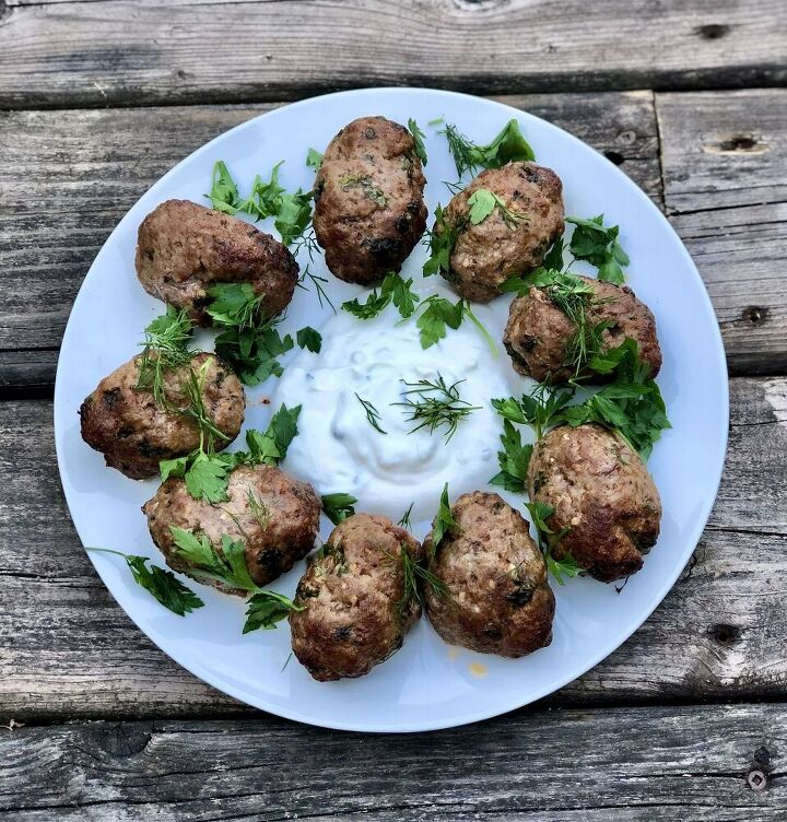 lamb koftas with a cucumber yogurt sauce