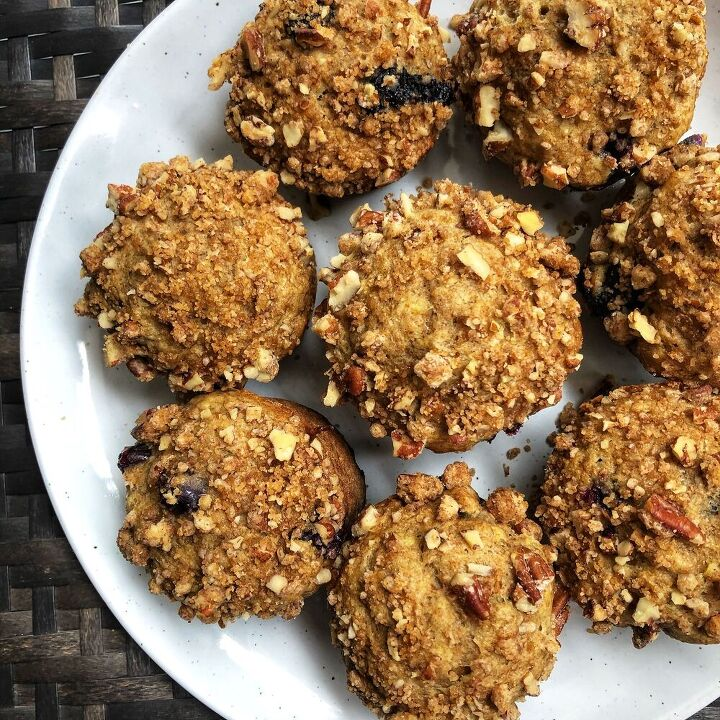 blueberry banana muffins with pecan streusel