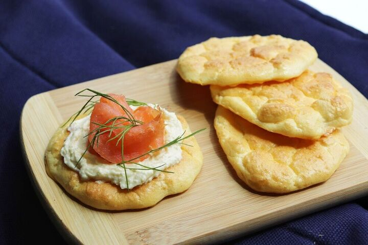 cloud bread with smoked salmon and cream cheese
