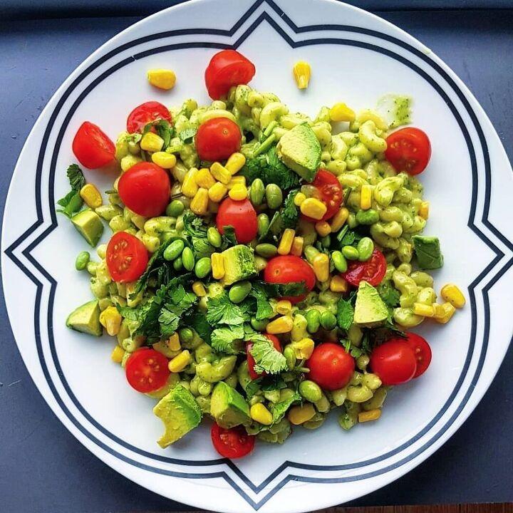 creamy avocado and veggie pasta