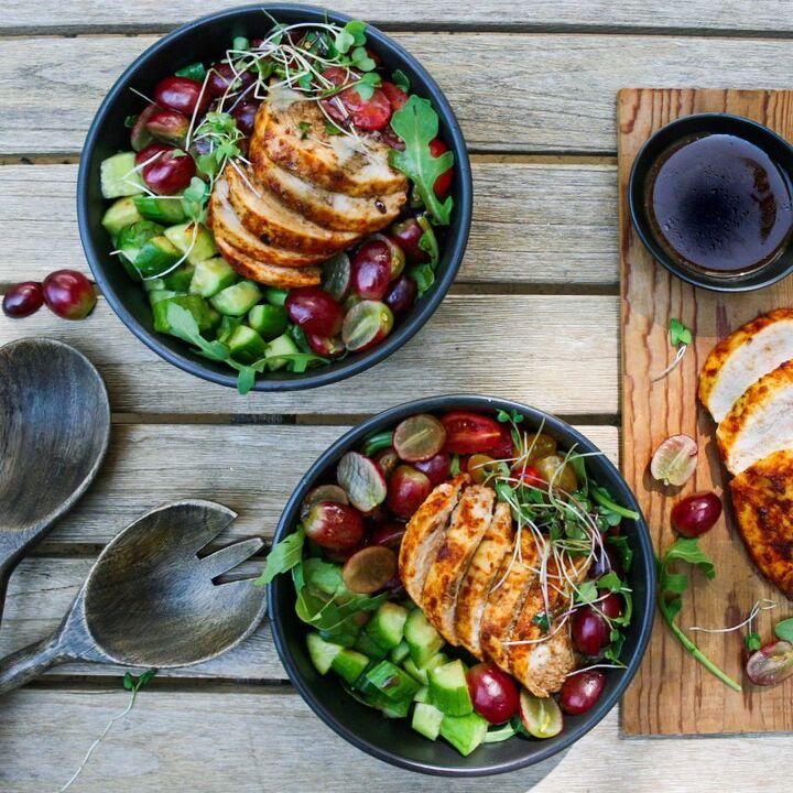 blackened chicken and grape arugula salad