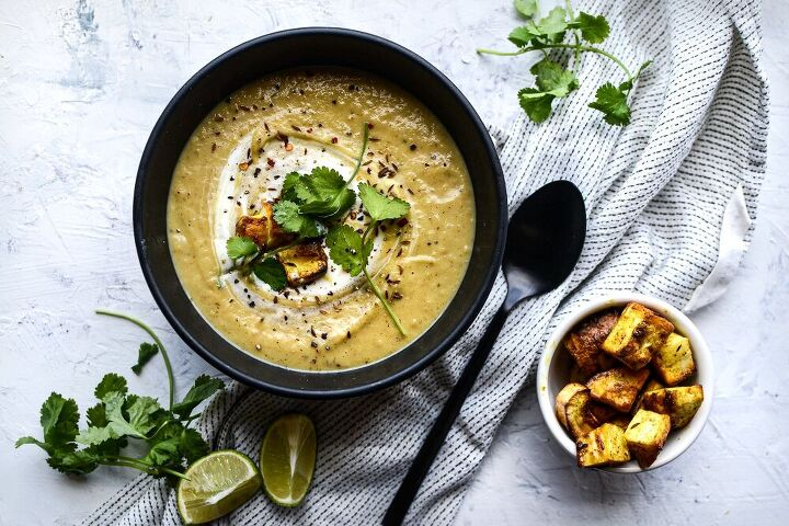 spiced roast parnsip and garlic soup