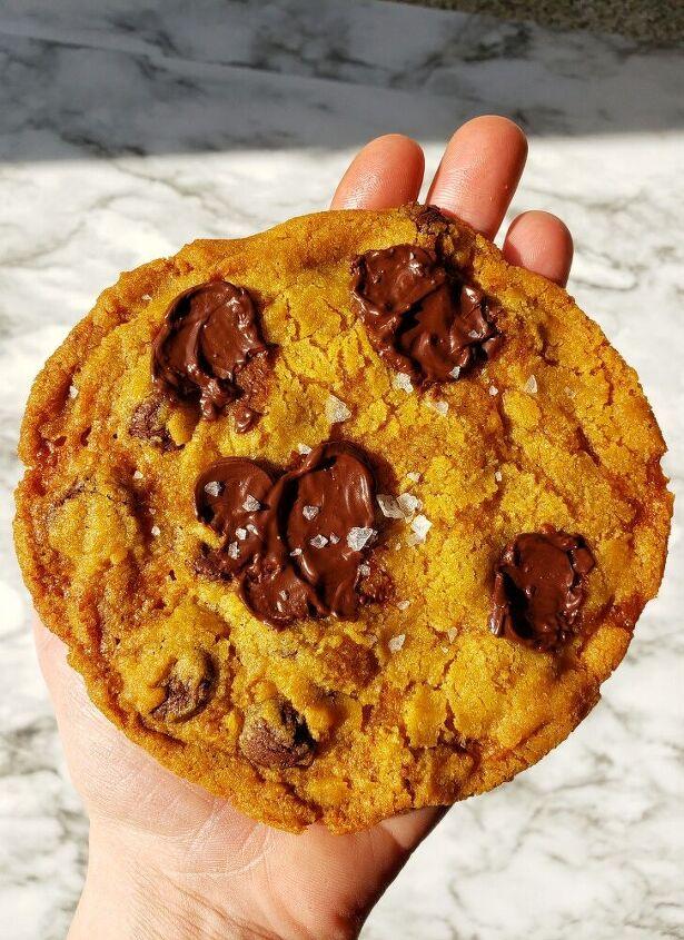 crispy pumpkin and dark chocolate puddle cookies