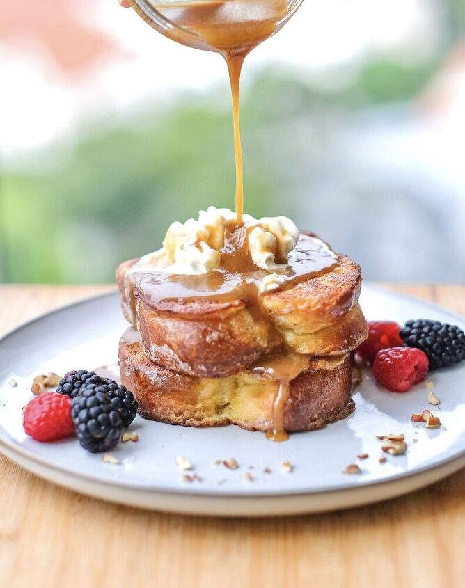 french toast with caramel sauce