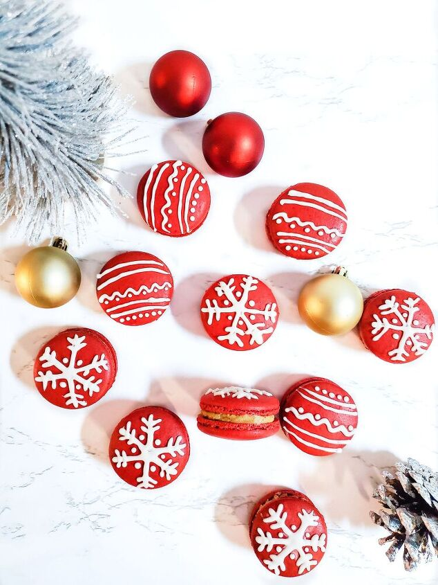 cranberry ornament macarons with gingerbread buttercream