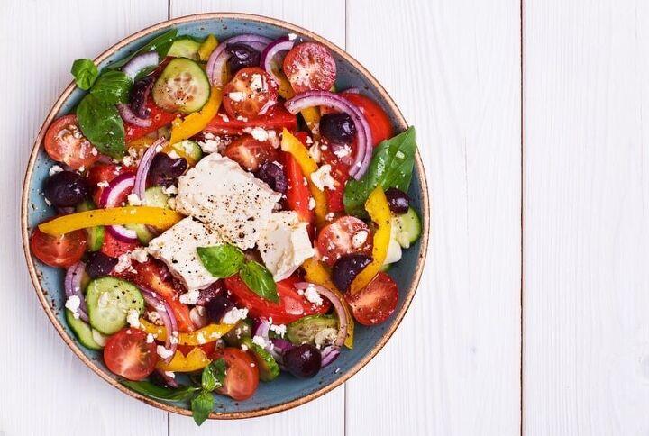 cleansing friendly greek salad