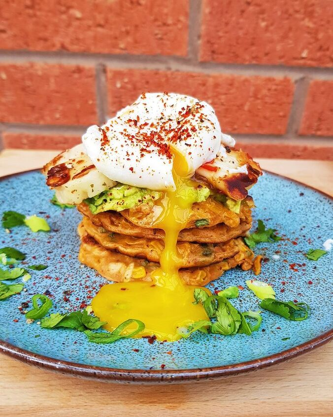 sweetcorn fritters with a poached egg and sweet chilli halloumi