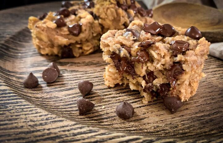 s 3 low calorie breakfast ideas that are delicious and nutritious, Banana Dark Chocolate Oatmeal Muffins