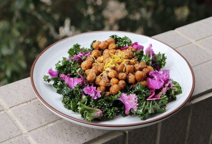 kale salad with roasted chickpeas