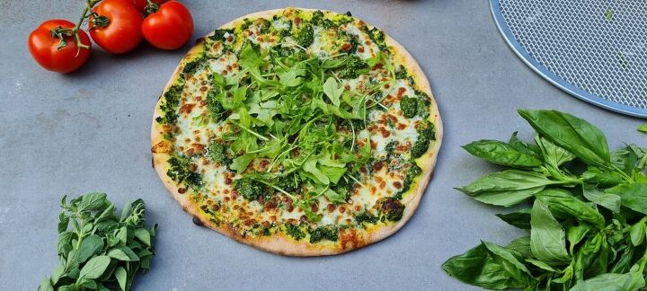 green pesto zucchini pizza