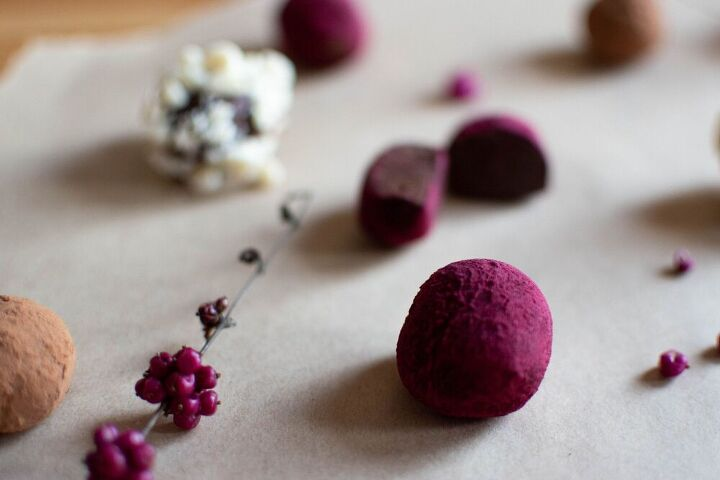 simple chocolate truffles with toppings