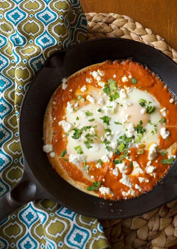 shakshuka eggs in spicy tomato sauce