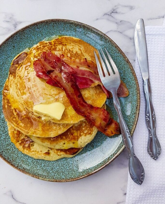 fluffy american style pancakes with maple syrup and bacon