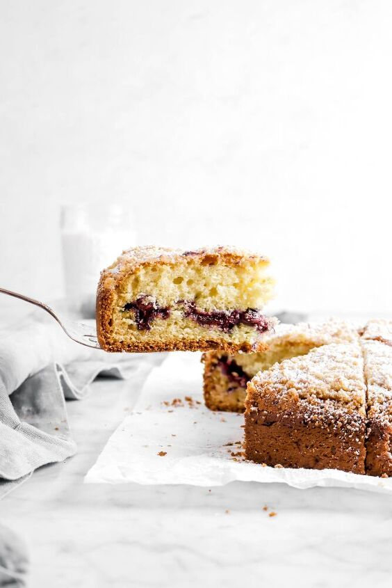 blueberry cream cheese coffee cake with almond streusel