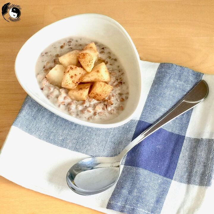 buckwheat porridge with cinnamon and pear