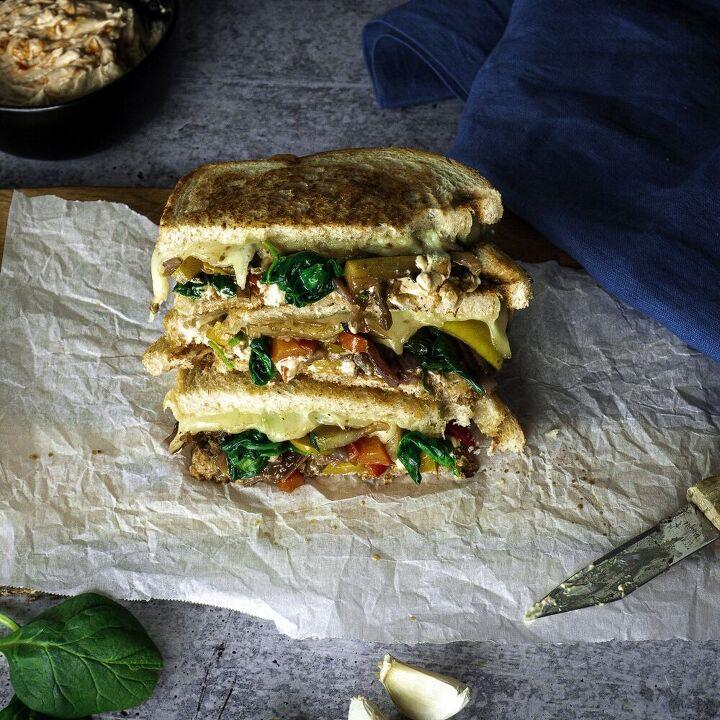 vegetable sandwich with balsamic glaze