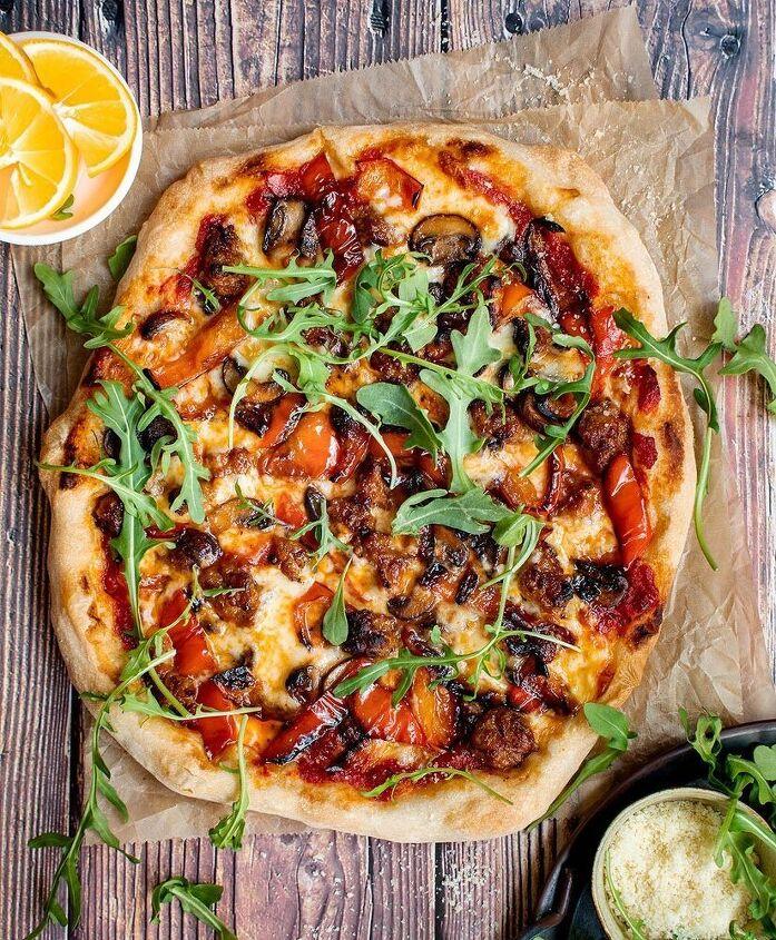 sausage mushroom pepper pizza