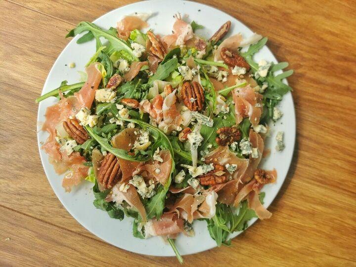 prosciutto stilton and pecan salad