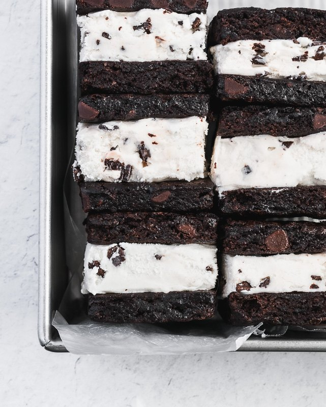 easy mint brownie ice cream sandwiches