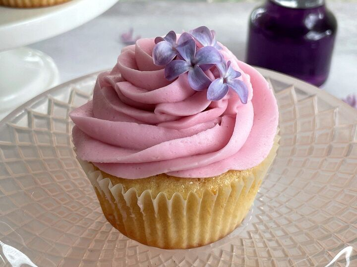 lilac cupcakes with lilac buttercream frosting