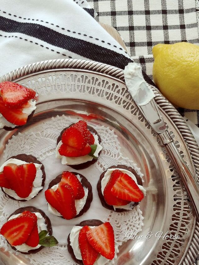 the best strawberry mascarpone topped mint cookie dessert, Strawberry Mascarpone Mint Cookies