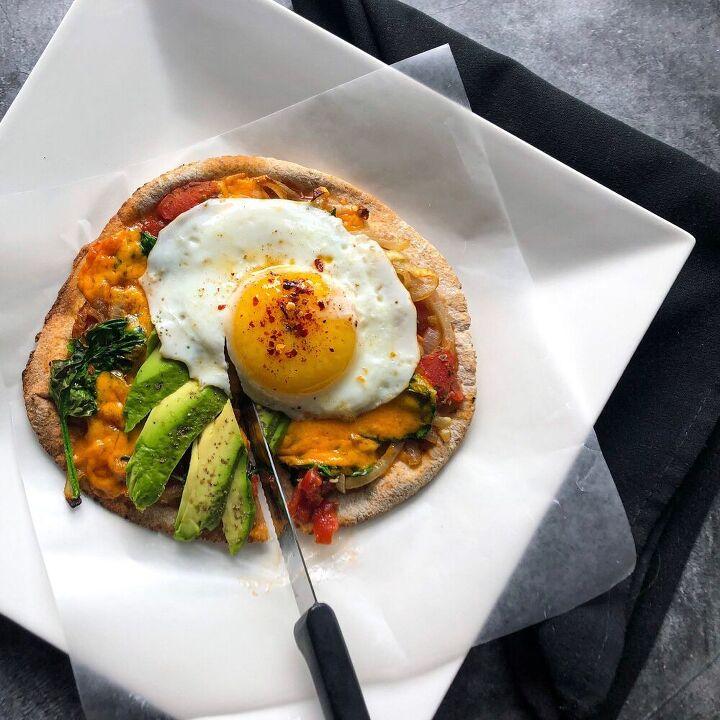 breakfast pitta pizza