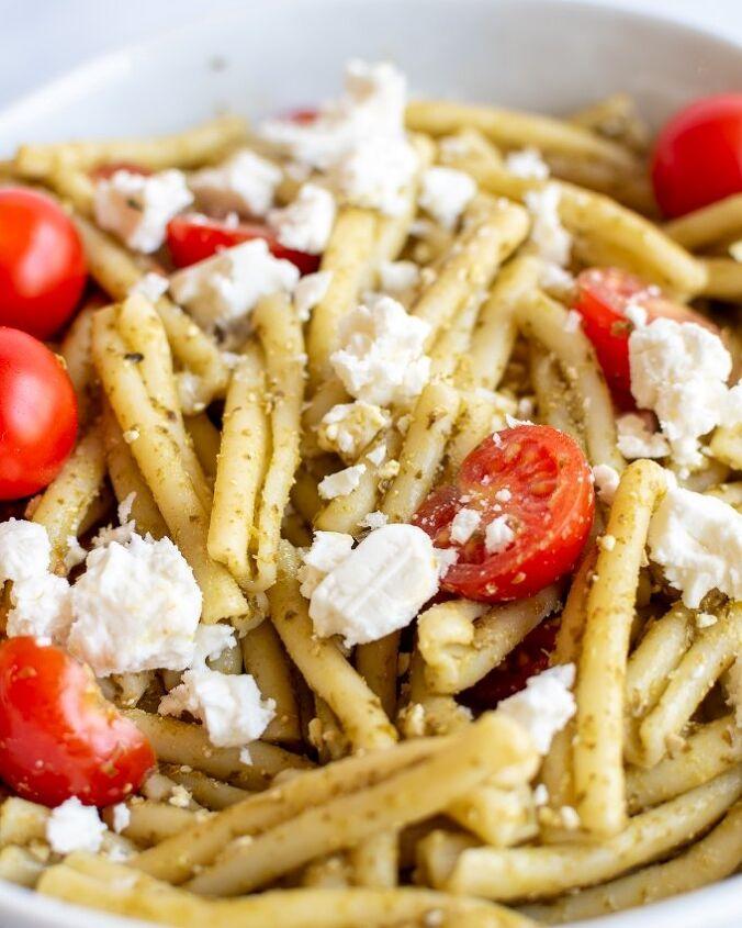 pesto pasta salad with tomatoes and feta