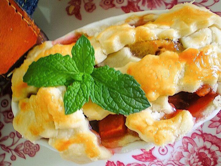how to make mini peach raspberry pies in ramekins