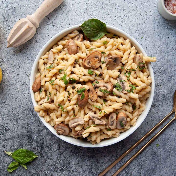 one pot hummus pasta with basil vegan