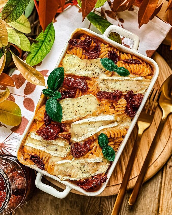 sun dried tomato baked pasta with brie cheese