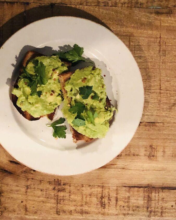 smashed lemony avocado toast