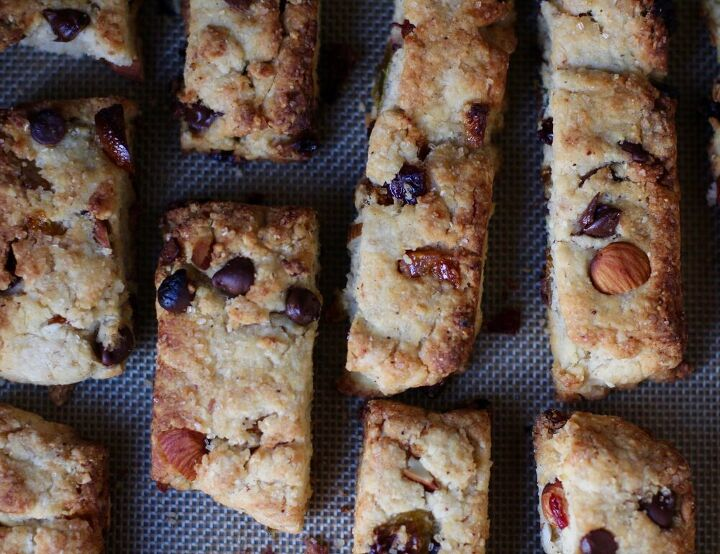 italian biscotti with chocolate and almonds