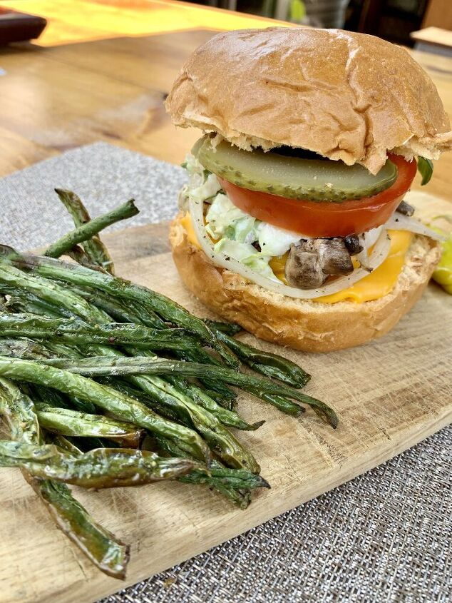 summer burger with green beans chips