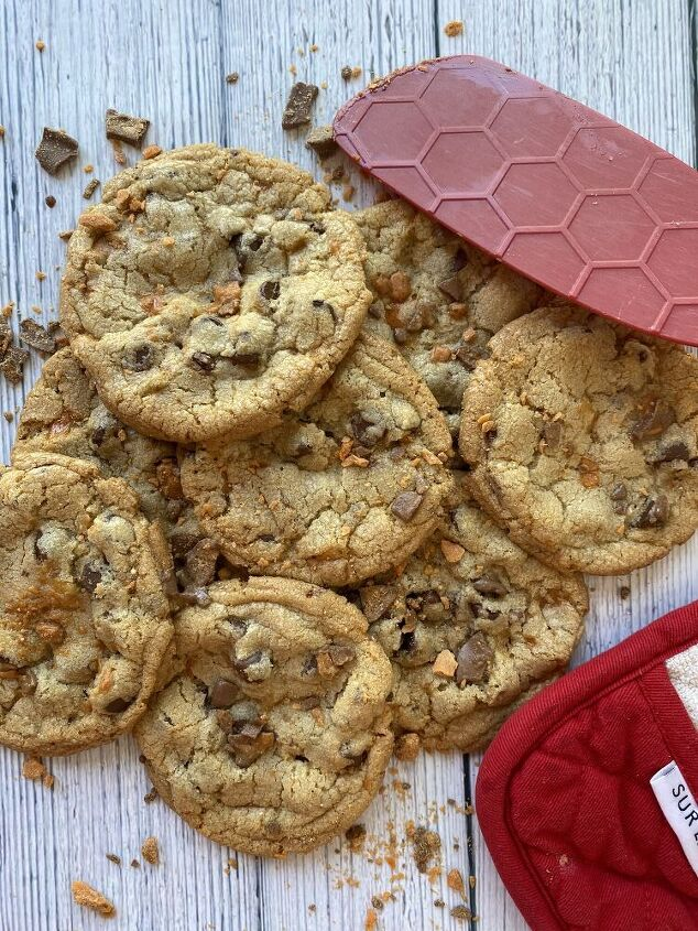 butterfinger chocolate chip cookies, Butterfinger Chocolate Chip Cookies