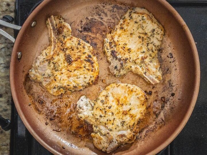 juicy skillet pork chops