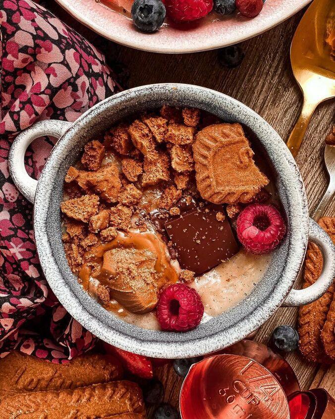 vegan rice porridge with cinnamon and apples