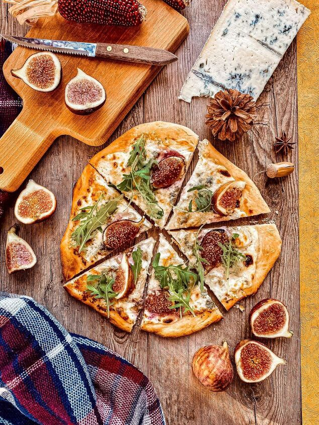 pizza with blue cheese and figs