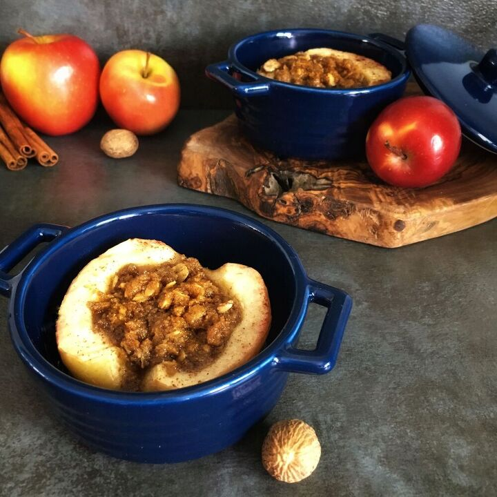 oven roasted apples with streusel and caramel drizzle