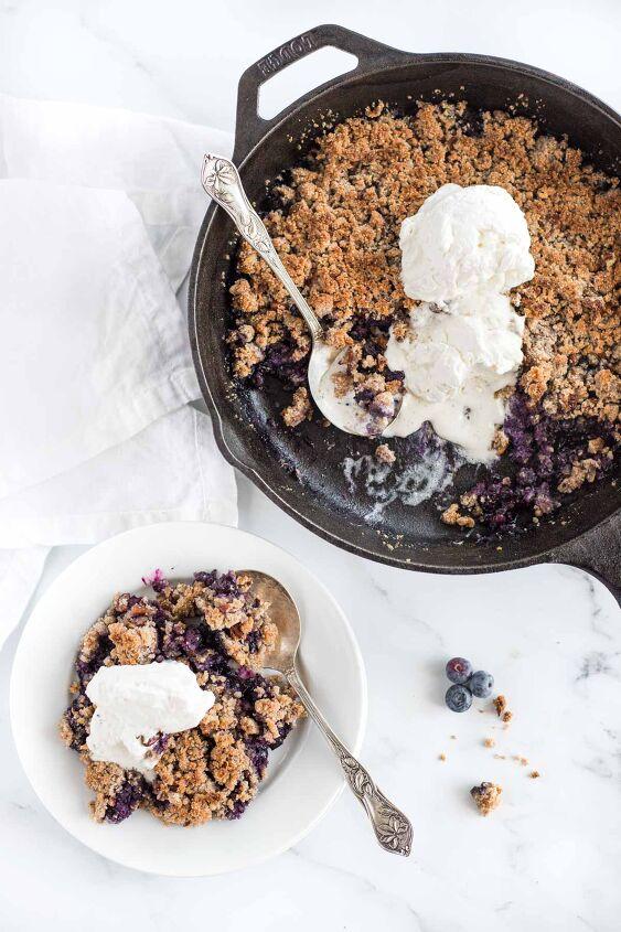 vegan keto blueberry crumble