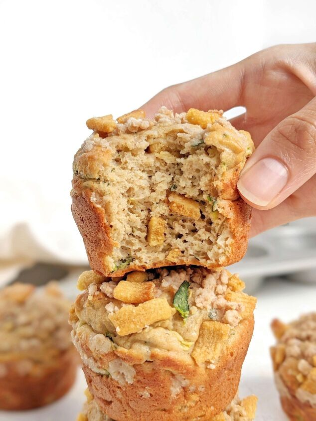 protein zucchini muffins with cinnamon crunch streusel so good