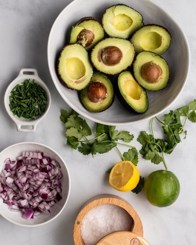 healthy vegan friendly guacamole