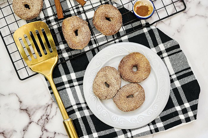 air fryer cinnamon sugar doughnuts with canned biscuits